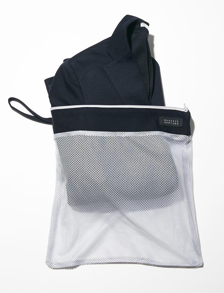 <strong><big>専用メッシュバッグは収納にも洗濯にも</big></strong><br />出張時などの収納に便利な専用のメッシュバッグが付属する。持ち運び用だけでなく、このまま洗濯用ネットとしても使うことができる。