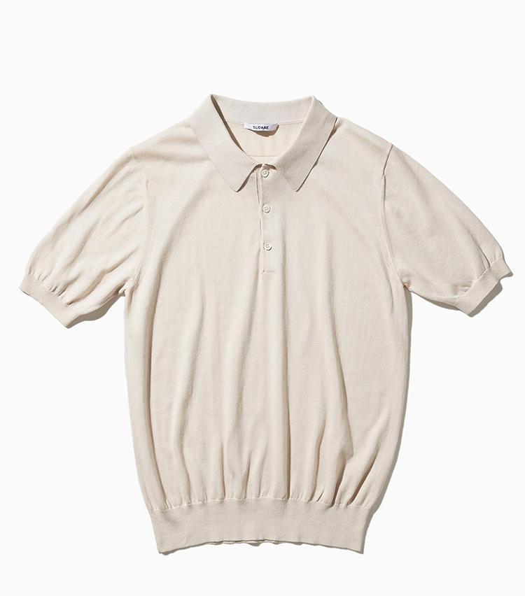 <strong><big>一枚で着てもサマなるシルエット&ディテール</big></strong><br />14ゲージのコットンポロは、減らし目と呼ばれる技法をつかった襟のつくりがクラシックな印象を高めてくれるデザイン。あえてリブの度詰め絞ることで、スポーティな印象を強調してトップス1枚のスタイルもサマになるように仕上げられている。2万2000円/スローン(スローン)