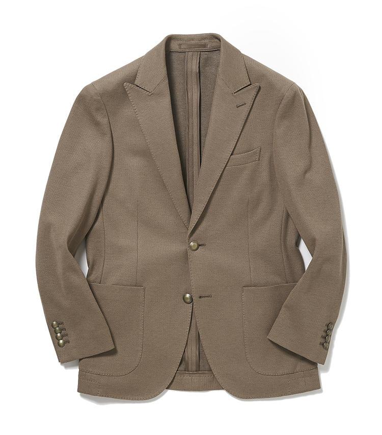 <b>3.麻布テーラーのベージュジャージージャケット</b><br />トレンドのサイクルが早いジャケットも、理想の一着をオーダー可能。こちらは伸縮性のあるコットンジャージー素材で、大いに仕事がはかどりそうだ。6万3500円<オーダー価格>(麻布テーラースクエア二子玉川店)