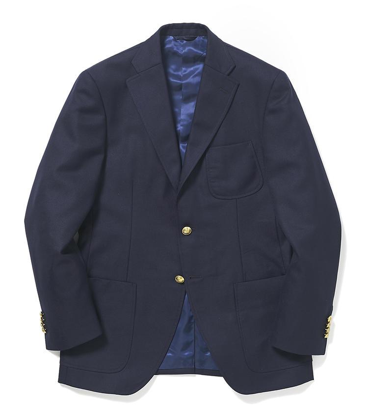 <b>4.麻布テーラーの紺ブレ</b><br />パッチポケットの紺ブレはカジュアルな上着のため、休日にも着回しやすい。オーダーの場合、こうしたディテールのほか、生地やボタンも選べる。5万3000円<オーダー価格>(麻布テーラースクエア二子玉川店)
