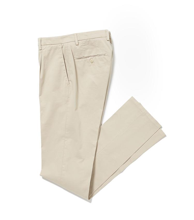 <b>13.R&BLUESのドレスチノ</b><br />腰回りにゆとりをもたせた、今どきのパンツも取り扱う。膝から裾にかけてのテーパードラインですっきりした見た目に。2万2000円(麻布テーラースクエア二子玉川店)