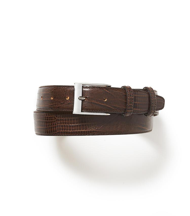 <b>18.麻布テーラーの茶ベルト</b><br />リザードの型押しベルトは、細かい模様がエレガント。革の厚みもしっかりあって印象リッチ。いいベルトを選べば、軽装のときに大きく差がつく。1万円(麻布テーラースクエア二子玉川店)