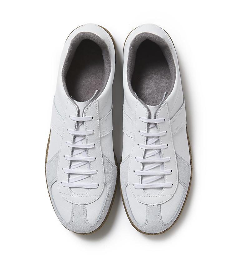 <b>24.ジャーマントレーナーのスニーカー</b><br />かつてはドイツ軍のトレーニングシューズ、今ではモードなスニーカーとして愛されている同靴。レトロなローテクデザインは、コーディネートの抜け感作りに役立つ。1万8800円(麻布テーラースクエア二子玉川店)