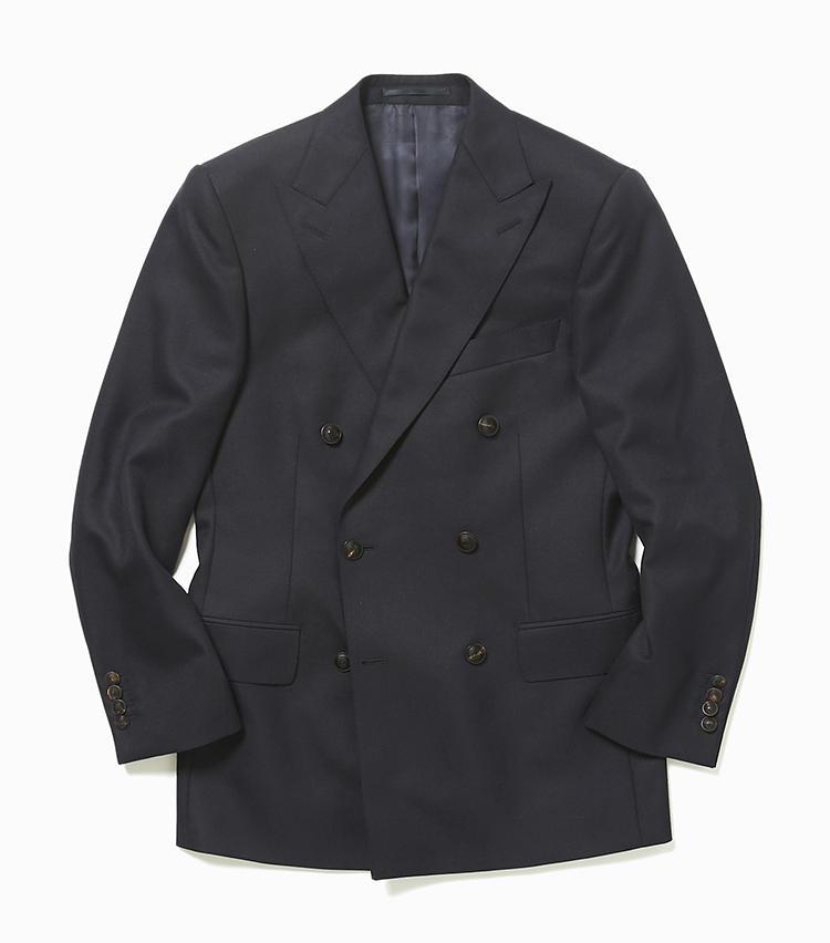 <b>5.ギーブス&ホークスのネイビーブレザー</b><br />英国紳士服の聖地、サヴィル・ロウのトップテーラー。かっちり仕立ての紺ブレは、落ち着いた艶消しボタンが好印象。ピークトラペルやダブルの仕様も、若手の紺ブレとは異なる貫禄を醸し出せる。14万円(ヴァルカナイズ・ロンドン)