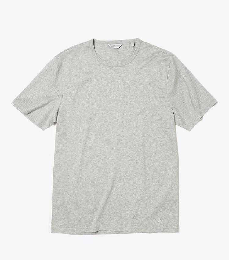 <b>11.ギーブス&ホークスのグレーカットソー</b><br />滑らかタッチの最高級コットンを使用し、一流テーラーによるパターンメイキングで仕立てたTシャツは、デニムに合わせるだけでも期待以上に着用映えする。1万5000円(ヴァルカナイズ・ロンドン)