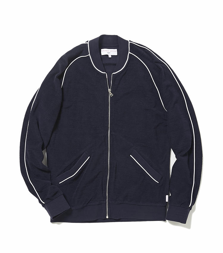 <b>14.オールバー・ブラウンのネイビーパイルジャンパー</b><br />10と同じく、映画「007」とのコラボレーションアイテム。1985年公開「007 美しき獲物たち」でロジャー・ムーアが着用したパイルジャンパーをイメージしたこちらは、水着の上に優雅に羽織るもよし。夏場の冷房よけとしても活躍。6万3000円(ヴァルカナイズ・ロンドン)