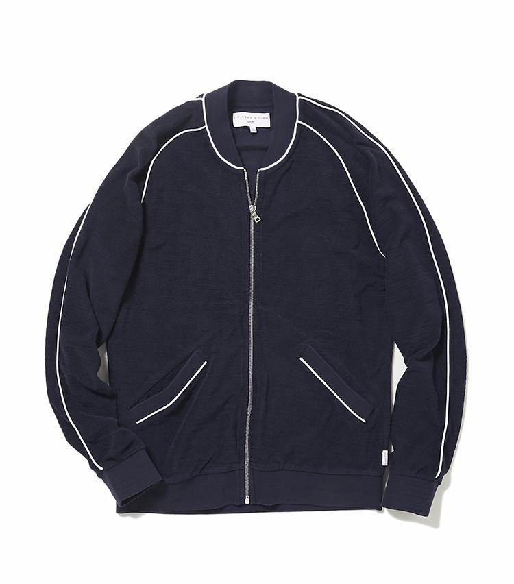 <b>14.オールバー・ブラウンのネイビーパイルジャンパー</b><br />10と同じく、映画「007」とのコラボレーションアイテム。1985年公開「007 美しき獲物たち」でロジャー・ムーアが着用したパイルジャンパーは、水着の上に優雅に羽織るもよし。夏場の冷房よけとしても活躍。6万3000円(ヴァルカナイズ・ロンドン)