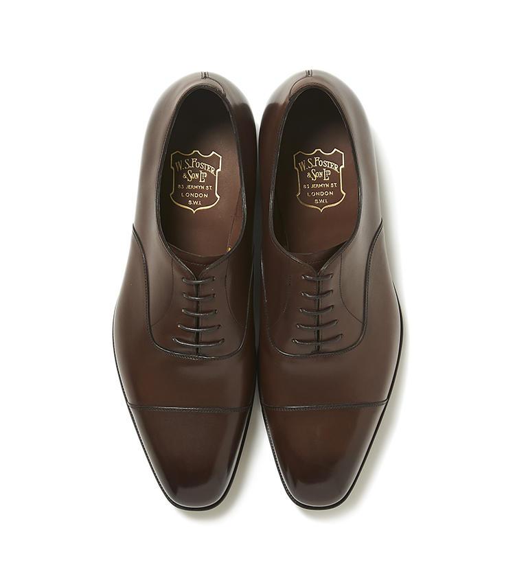 <b>19.フォスター&サンの茶ストレートチップシューズ</b><br />オーダーメイド専門だった英国名門靴ブランドが、今年から既製靴をスタート。オーダーメイド靴のような丁寧な作りや英国クラシックな趣は、スーツスタイルに風格をもたらしてくれる。13万5000円(ヴァルカナイズ・ロンドン)