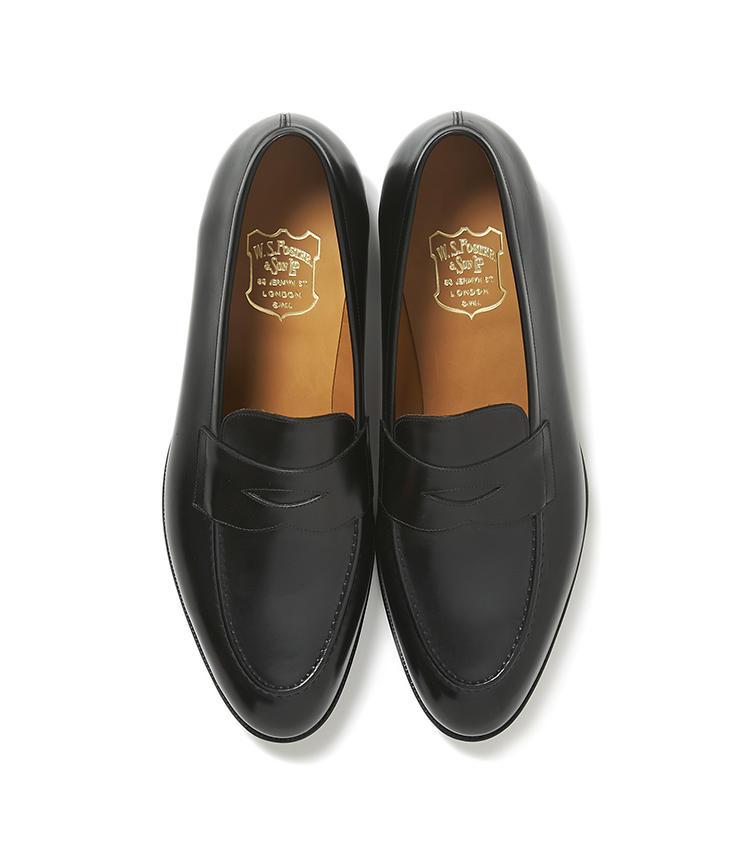 <b>20.フォスター&サンの黒ローファー</b><br />19と同じブランド。ほっそりしたローファーは、エレガントの一言につきる。先物買いするなら今。14万円(ヴァルカナイズ・ロンドン)