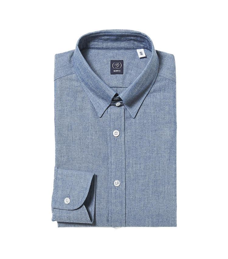 <b>5.ビームスFのタブカラー仕様のシャンブレーシャツ</b><br />カジュアルな素材のシャンブレーシャツも、襟元がタブカラー仕様ならスーツと合わせても違和感がない。ネクタイを結んでも良いが、洗いざらしでカジュアルに着るのもおすすめ。1万4000円(ビームス 六本木ヒルズ)