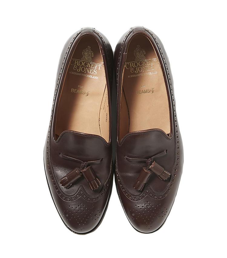 <b>17.クロケット&ジョーンズのタッセルシューズ</b><br />人気の英国靴に、アメリカ靴に多いロングウィングデザインで別注した「チェスター」は、足元に旬を呼び込める一足。木型には日本人仕様に履き心地を調整した名作「キャベンディッシュ3」と同じものを採用。8万2000円(ビームス 六本木ヒルズ)