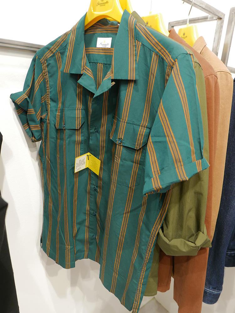 <strong>GIANNETTO</strong><br />シャツ1枚でも羽織っても存在感が出るのは、こうしたワイドストライプのポケットシャツ。こちらも少し大きめサイジングで着たい。