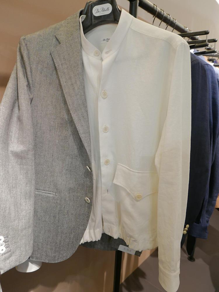 <strong>DE PETRILLO</strong><br />スタンドカラーの下ポケットバージョン。こちらはジャケットのインナーにも◎。