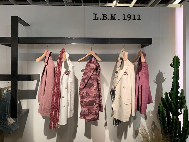 <strong>L.B.M.1911</strong><br />くすみ系のピンクカラーを多く取り入れたL.B.M.1911。オフ白との相性よし。