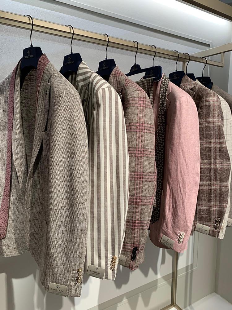 <strong>LUIGI BIANCHI MANTOVA</strong><br />くすみ系ピンクとベージュトーンのチェック柄は、ぱっと見の印象も強すぎなくて上品な差し色になる。