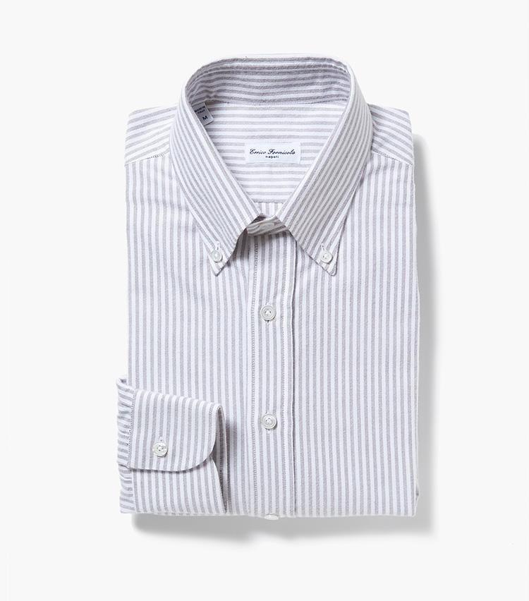 <b>4.エリコ フォルミコラのストライプシャツ</b><br />ボタンダウン仕様のコットンシャツ。ストライプが淡色なので柄が主張しすぎず、無地シャツ感覚でコーディネートしやすい。2万3000円(エストネーション)