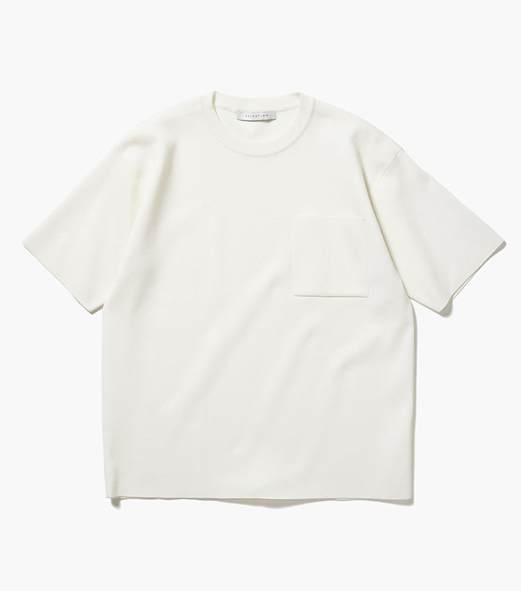 <b>12.エストネーションのニットカットソー</b><br />ポケットTシャツ感覚で着こなせるショートスリーブニット。型崩れしにくいミラノリブ素材は、Tシャツよりも品良く着こなせる。適度な厚みのある生地も、季節の変わり目に役立つ。1万6000円(エストネーション)