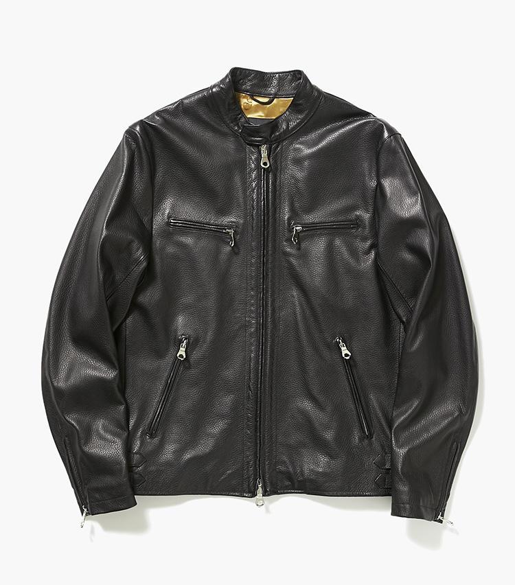 <b>16.チンクワンタのレザージャケット</b><br />上質な羊革でできた、柔らかな羽織り心地のライダースブルゾン。シンプルなデザインなので、カジュアルなデニムに羽織るもよし。13のようなきれいめパンツに合わせれば、品良くまとまる。15万円(エストネーション)