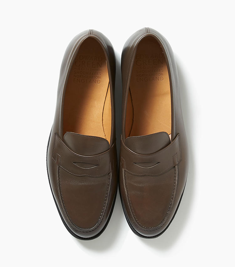 <b>21.エドワード グリーンのブロンズ色ローファー</b><br />19と同じブランドで、20の「DUKE�U」の色違い。ニュアンスのあるブロンズアンティークカラーが、単なる茶靴とは異なる洒落感をもたらしてくれる。16万3000円(エストネーション)