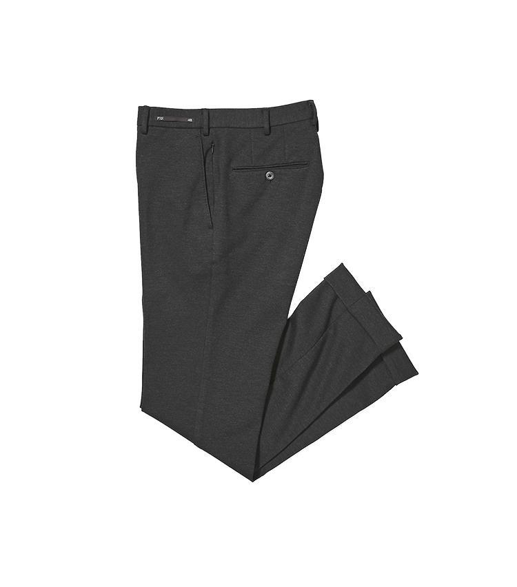 <b>6.PT01のグレーパンツ</b><br />手入れも着心地も楽なジャージーパンツ。共生地でタリアトーレに別注した5のジャケットとセット使いも可能だ。トラベルポケット付きで出張にもおすすめ。3万7000円(バーニーズ ニューヨーク カスタマーセンター)