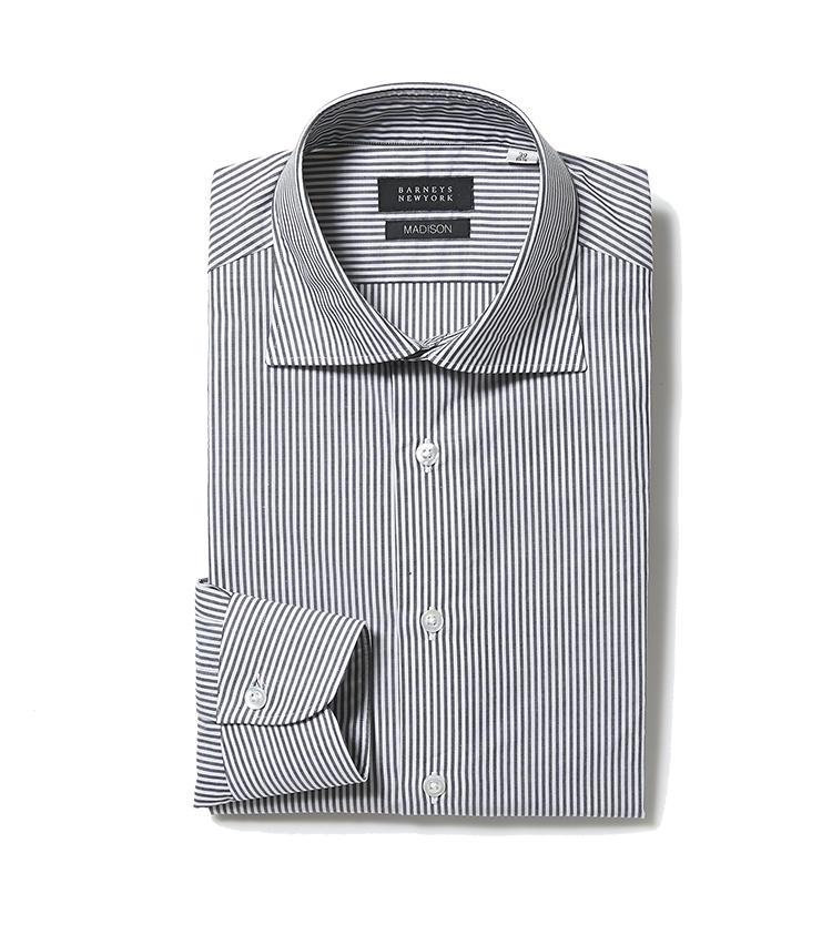<b>バーニーズ ニューヨークのグレーストライプシャツ</b/><br />程よいフィット感にこだわったグレーのストライプシャツは、雰囲気も着用感もインポートに引けを取らない。2万1000円(バーニーズ ニューヨーク カスタマーセンター)t