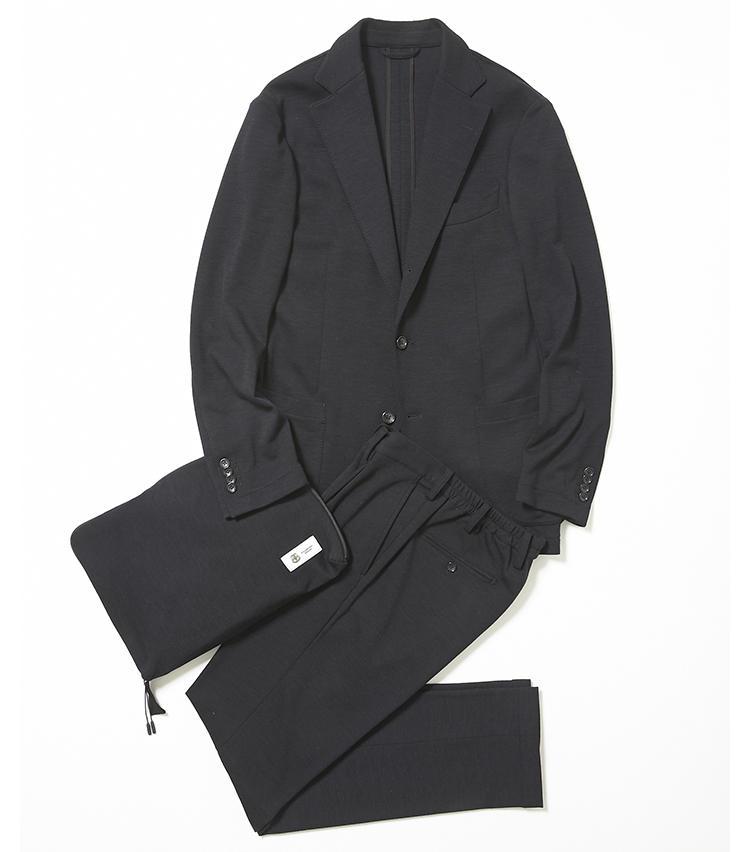 <b>1.ストラスブルゴのパッカブルスーツ</b><br />上質なメリノウールと、摩耗に強いコーデュラナイロンをブレンドした、高級ジャージスーツ。梳毛のウールジャージなので見た目にきれいめ。耐久性にも優れるため、ビジネススーツとしても実用的だ。シワになりにくい点も魅力的。6万2000円(ストラスブルゴ)