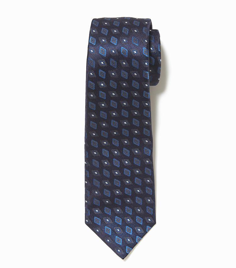 <b>7.キートンの小紋柄ネクタイ</b><br />モダンなデザインに定評のあるナポリ仕立てのネクタイ。こちらはネイビーの濃淡で表現した、幾何学模様の小紋柄が洗練されている。2万9000円(ストラスブルゴ)