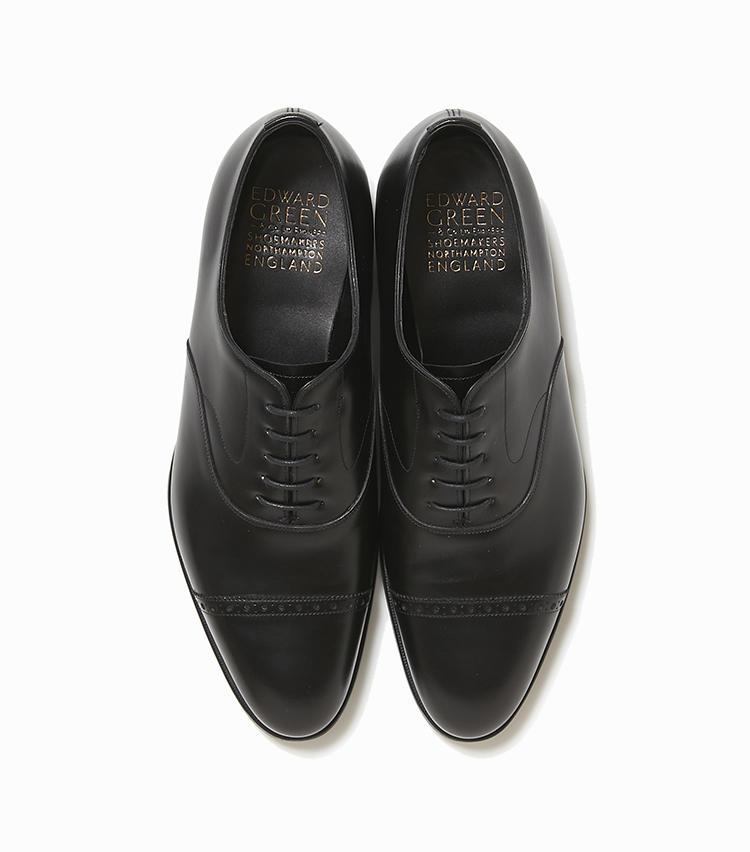 <b>19.エドワード グリーンの靴「バークレー」</b><br />英国靴らしいパンチトキャップトゥシューズ。エドワード グリーンのそれは大きめの穴飾りや、スワンネックと呼ばれる白鳥の首のような飾りステッチが、スーツ姿をよりエレガントに見せてくれる。15万9000円(ストラスブルゴ)