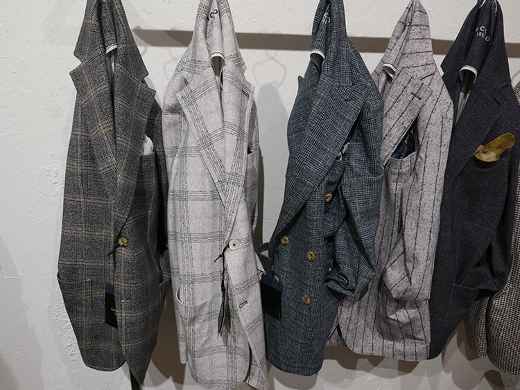 チルコロ1901のジャージージャケット。遠目には、英国調の織りが入ったウール地のようだが・・・。