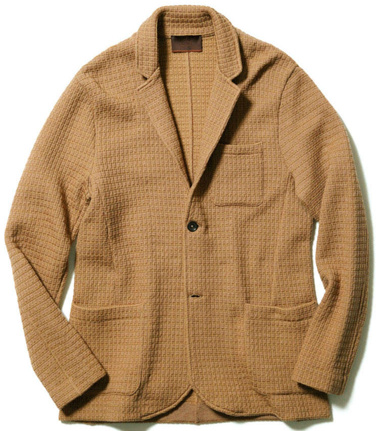 <b>■ALTEA/アルテアのニットジャケット</b><br/><br/><b>生地はほっこり着姿はすっきり</b><br><p>ウール混をやや厚みのあるワッフル調に編んだニットジャケット。身体にフィットするモダンなシルエットで着心地は軽く柔らかい。5万9000円(アマン)</p><p><b>About Brand</b><br> 1892年創業。ネクタイを扱う会社からスタートし、1946年に現在の名前に。ネクタイ作りで培った、上質素材の選択眼と色柄表現を生かし、現在はトータルブランドに。特にニットジャケットは人気。</p>