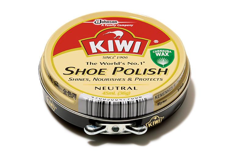 """<span style=background-color:#000;color:#fff;padding:10px;>イチオシ</span><br /><br /><b>「靴磨きの基本に立ち返ることができる定番中の定番ワックス」</b><br />「ひと言で言うなら""""最強""""。とにかくめちゃくちゃ光らせられます。昔からある定番ワックスで、靴好きなら誰もが一度は手にしたことがあるはず。個人的にはオールデンのブラックコードバンのように、武骨な革とも相性がいいと思います。ガッツリ乗せてビカビカにしてもよし、しっとり輝かせてもよしの万能選手」<br /><br /><b>ツヤ  ★★★★★<br />保革性 ★★<br />のび  ★★★<br />持続性 ★★★★★<br /></b>"""