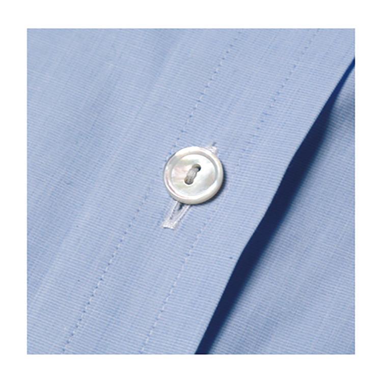 <b>スタイルの特徴</b><br>ハリのある芯地を使用し、本前立て仕様やバックスプリットヨーク仕様にすることで英国スタイルを体現できる。1万5000円〜。