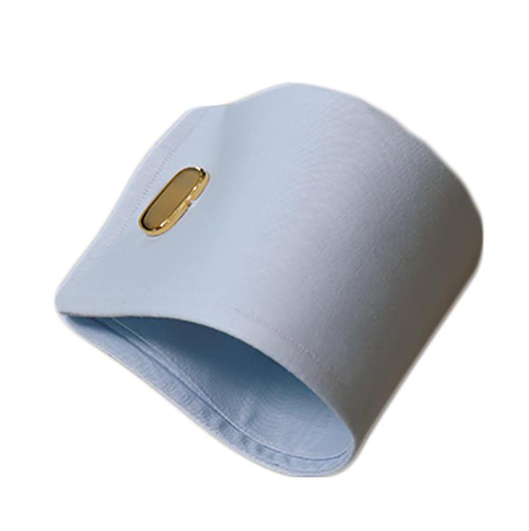 <b>オススメのカフス</b><br>適度な硬さと重厚感を残したデザインが魅力のダブルカフ。