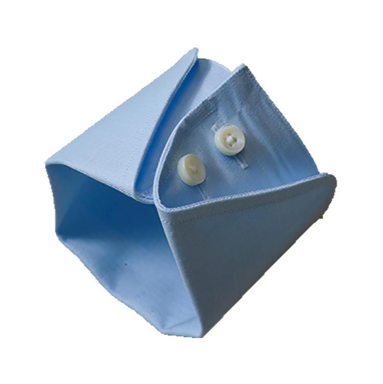 <b>オススメのカフス</b><br>カフスボタンではなく内側のボタンで留めるのがミラノカフス。