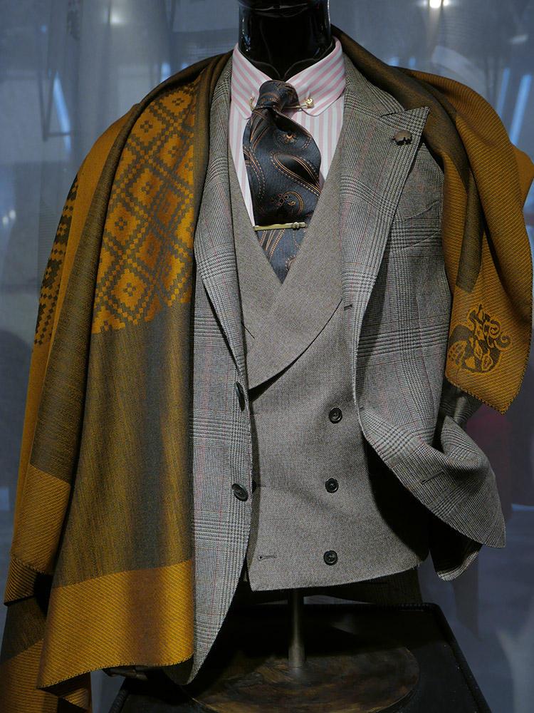 ガブリエレ パジーニ。ガブリエレらしい艶気がありながら、シャツ&ネクタイも含めてブリティッシュ。