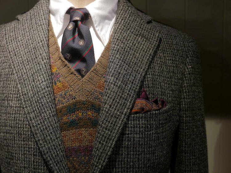 英国ブランドのドレイクスは、ブリティッシュカントリー的な提案。