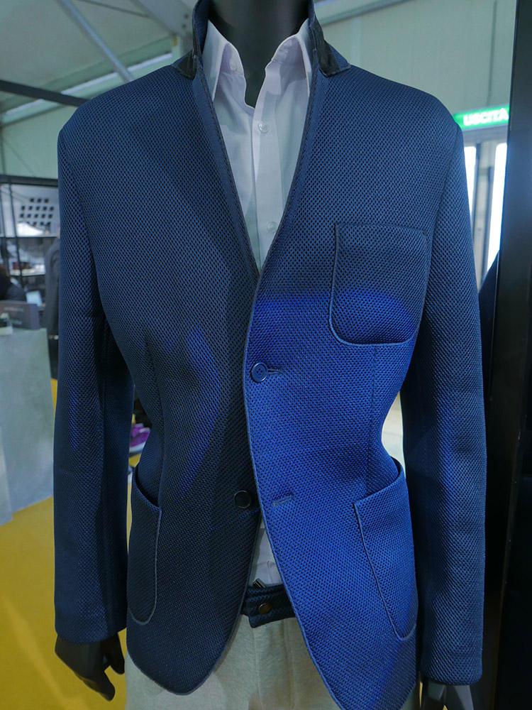 アクアラマのメッシュ調素材ジャケット。