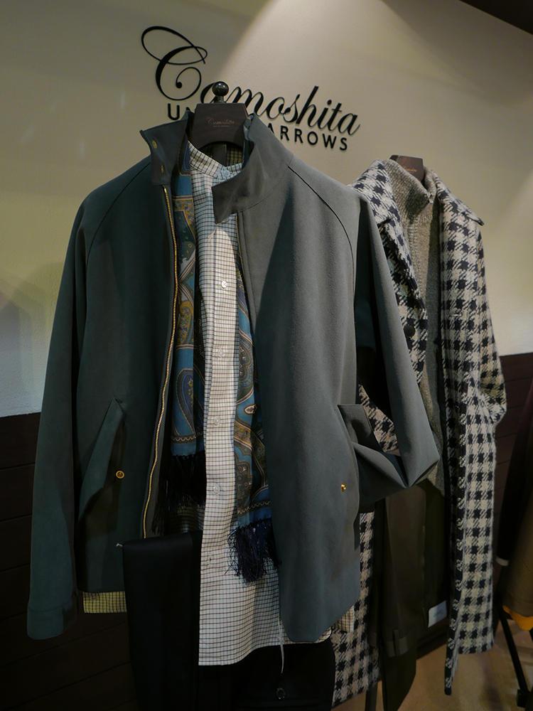カモシタ ユナイテッドアローズ。こちらもはカーキの、ちょっとビッグサイズなブルゾンにスタンドカラーのシャツが新鮮だ。