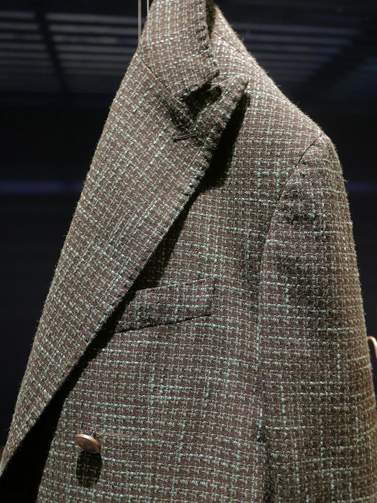 グリーンの糸が効いたサンタニエッロのジャケット。