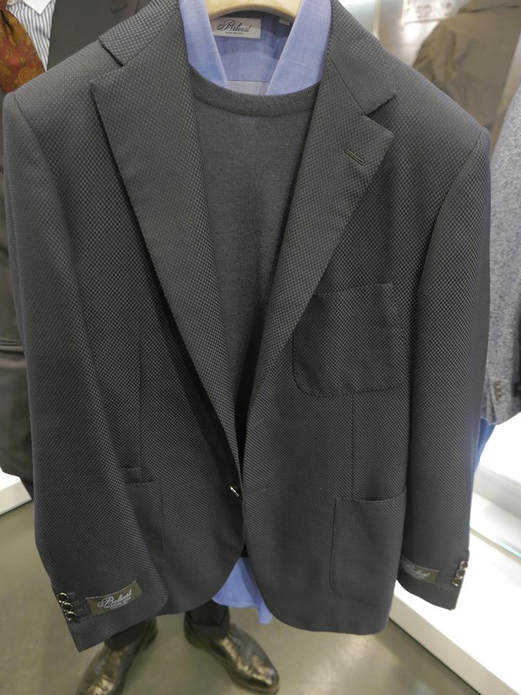 ベルヴェストのトラベルジャケット。一見普通の紺ジャケのようでいて……
