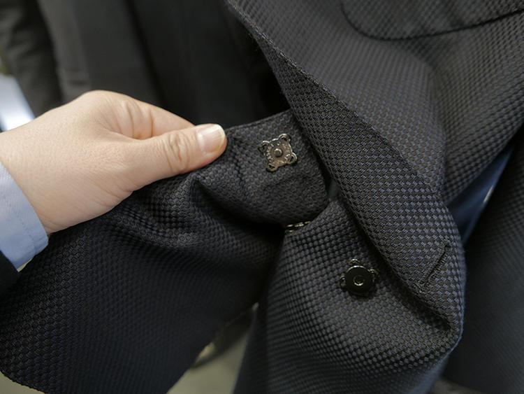 しかもこの内ポケット、スナップで着脱でき、外出時は鞄などにバックインバッグ的にしまえるというのもよく出来!