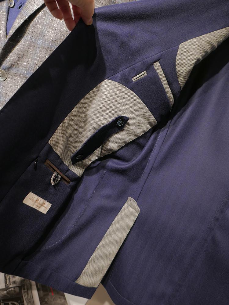 逆サイドの内側も大小ポケットが! ジップ付きポケットがあるので旅先でも鞄要らず。