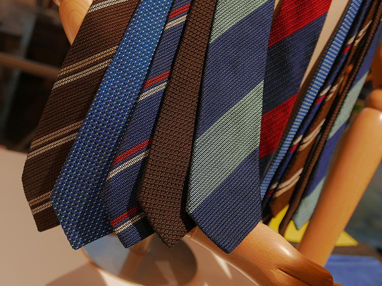 1日に織れる本数も、かなり限られるそうだ。欧米のバイヤーたちも唸らせた緻密な作り。