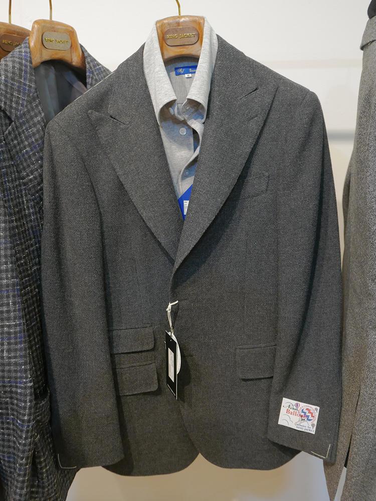 日本でも大人気の「バルーン」素材からも、ピークトラペル&チェンジポケットのクラシックなラインが登場。