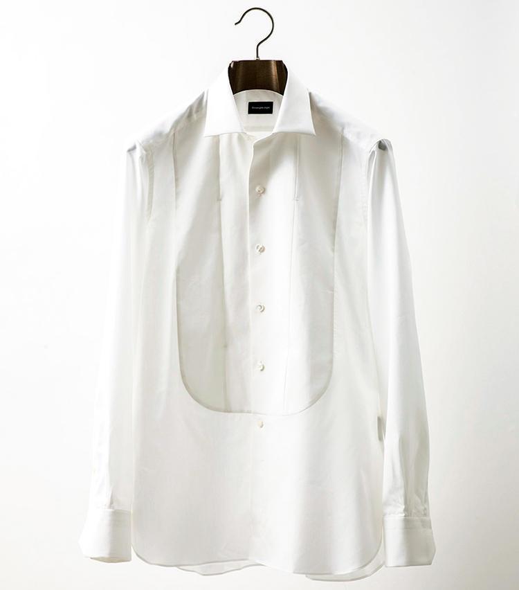 <b>■ERMENEGILDO ZEGNA/エルメネジルド ゼニア<br>エッジーな着こなしに効く</b><br>シルク混の柔らかな質感や、ステッチが入っていない襟周りなど、そぎ落とされたディテールにフォーマルな佇まいを湛えたシャツ。6万6000円(ゼニア カスタマーサービス)