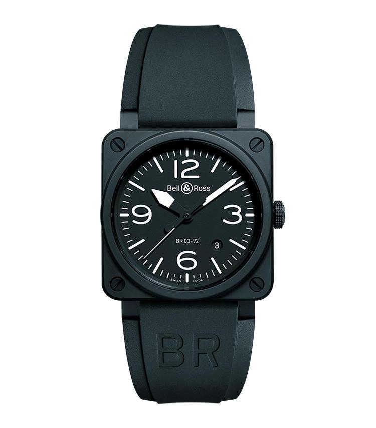 <b>BELL & ROSS</b><br>ベル&ロス <br>BR 03-92 ブラック マット<br><br><b>ミリタリー調の角時計で袖口を男らしく味付け</b><br>ミリタリーテイスト溢れる独特の角形ケースは、航空機の計器から着想したもの。径46mmのBR01シリーズもあるが、よりシックに着用するなら径42mmのBR 03シリーズがベストだろう。写真は耐摩耗性に優れるセラミックをケースに用い、着用感にも優れる。自動巻き。ラバーストラップ。49万円(オールブルー))