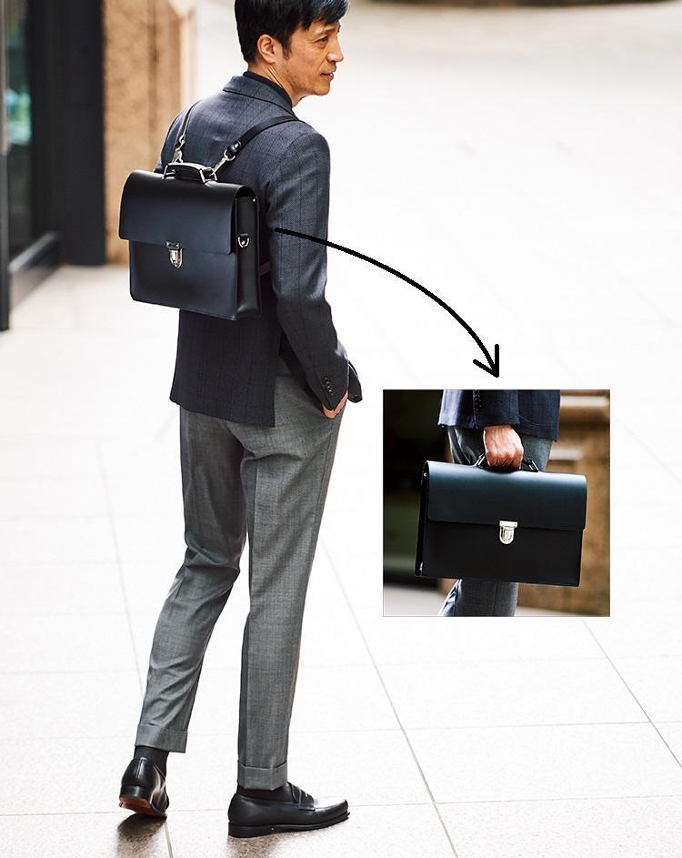 アルフィー・ダグラスのブリーフケースを背負ったモデル