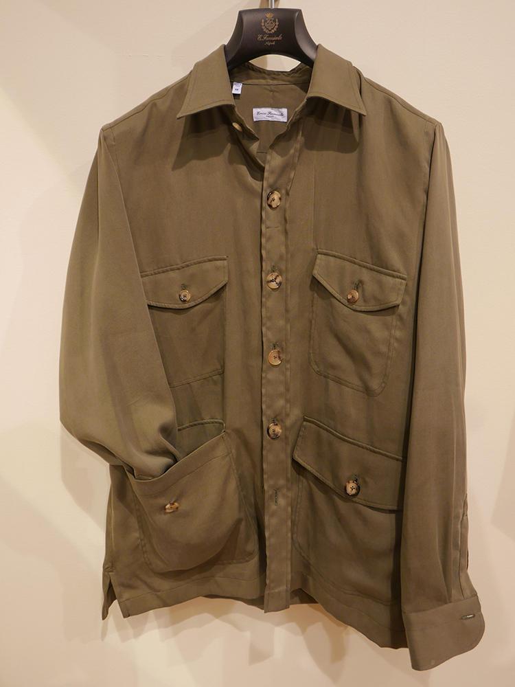 【ERRICO FORMICOLA】少しビッグサイズな、シャツ襟の4ポケット、アウター感覚でもさらりと羽織れる。