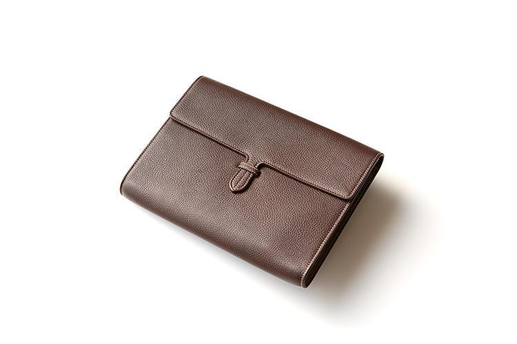 <strong>落ち着いた大人のチョコレートカラー</strong><br />6万5000円
