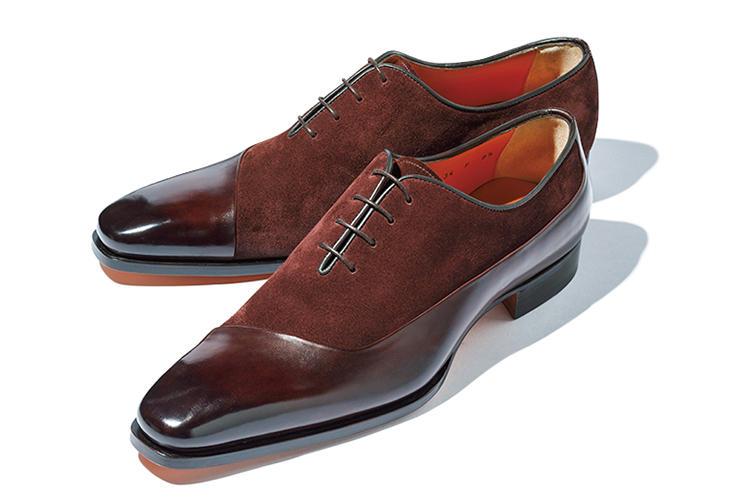 <b>サントーニ</b><br />ボルドー系の異素材コンビ靴。フロントからヒールカウンターにかけての切り替えも独特で貴族的なムードもたたえている。「私なら少しフレアー気味のパンツに合わせますね」(森岡さん)。13万8000円(リエート)